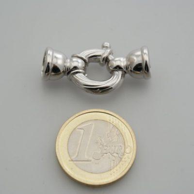 Chiusura moschettone con coppe argento rodiato.